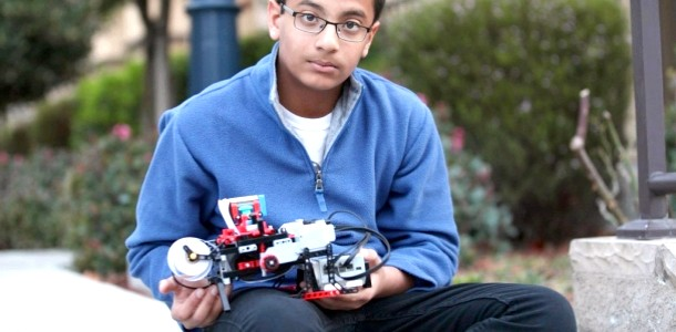 13-річний школяр винайшов апарат для сліпих людей з Лего (фото, відео)
