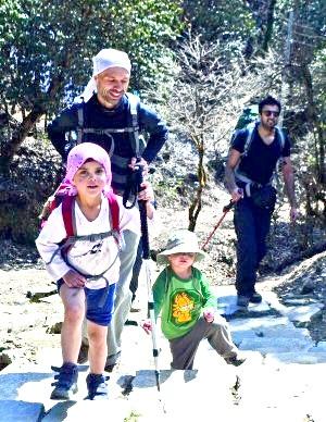 2-річна дівчинка кинули на трасі під Києвом