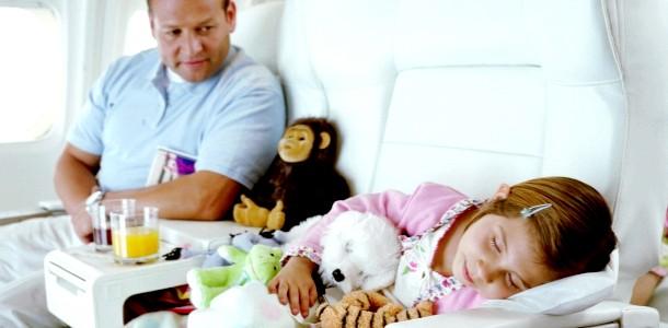 5 Секретів перельоту з малюком на літаку