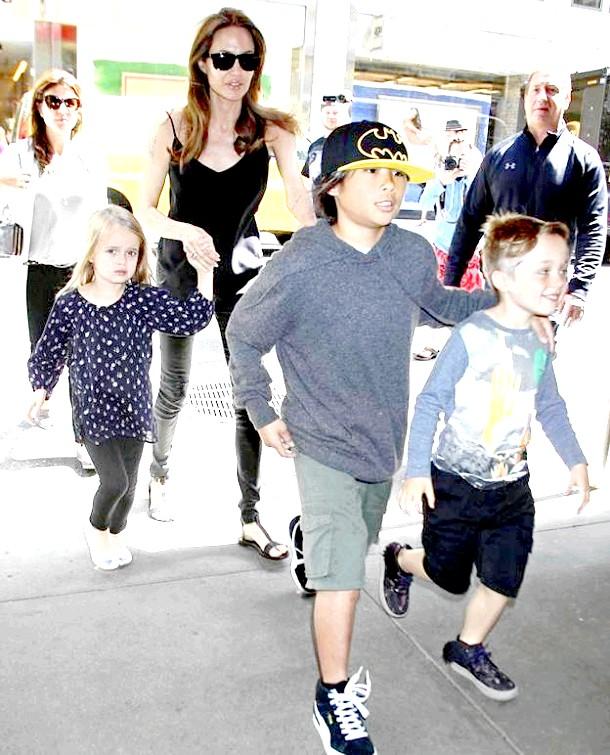 Анджеліна Джолі з дітьми вирішила відпочити на Гаваях (ФОТО)