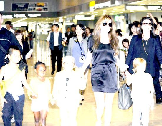 Анджеліна Джолі в образі відьми налякала дітей (ФОТО)