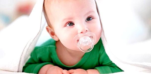 Чи давати дитині пустушку: поради стоматолога фото