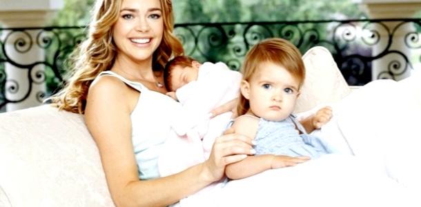День усиновлення: зірки, які виховують прийомних дітей