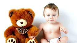 Діти та м'які іграшки фото