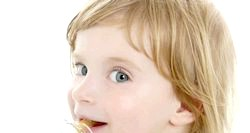 Діти і соска. фото