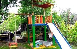 Діти на дачі: як організувати дитячий майданчик?