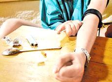 Діти наркомани або чим можуть допомогти батьки у випадки «ломок»? фото