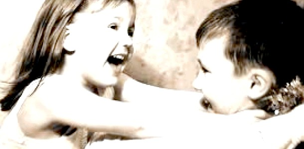 Діти обов'язково повинні грати на майданчику з однолітками