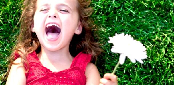 Дівчинка вперше побачила поїзд (емоційне відео)