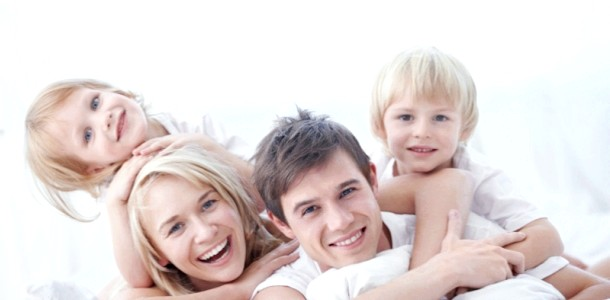 Двоє дітей в сім'ї і чоловік фото