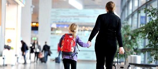 Їдемо з дітьми за кордон: як оформити документи?