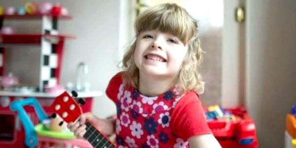 Глуха дівчинка пізнає світ звуків (зворушливе відео)