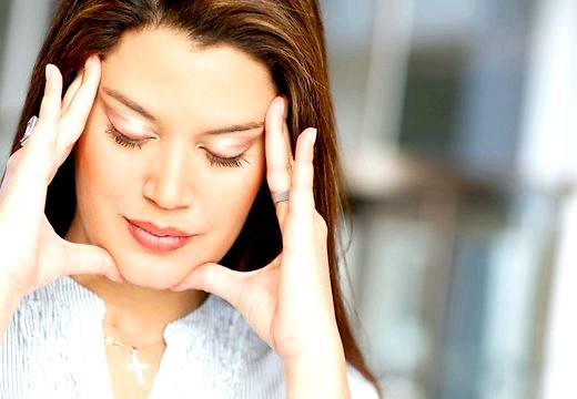 Чому при вагітності болить голова: можливі причини