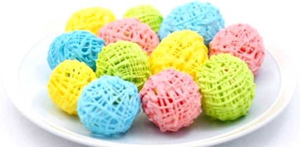 Готуємося до Великодня з дітьми: робимо кольорові шоколадні яйця