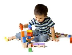 Як навчити малюка грати самостійно