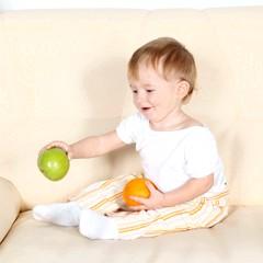 Як навчити дитину сидіти