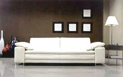 Як очистити диван від плям. Прості поради
