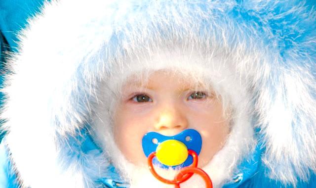 Як одягати немовляти, щоб він не застудився?