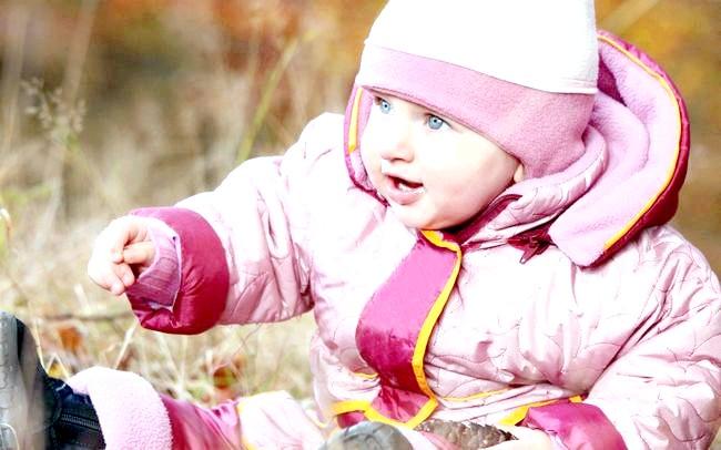 Як одягати немовляти навесні?