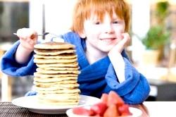 Як правильно готувати корисні млинці для дітей фото