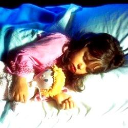 Як привчити малюка засинати самостійно? фото