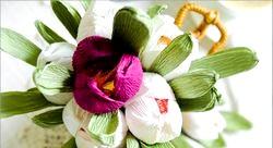 Як зробити квіти з цукерок?