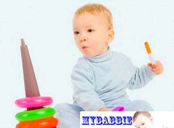 Якими мають бути іграшки для дітей до року?