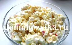 Крабовий салат. Рецепт класичний
