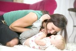 Мамин малюк: психологія стосунків до року фото