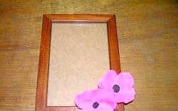 Майстер клас. Декоруємо рамку для фотографій квітами з полімерної глини фото