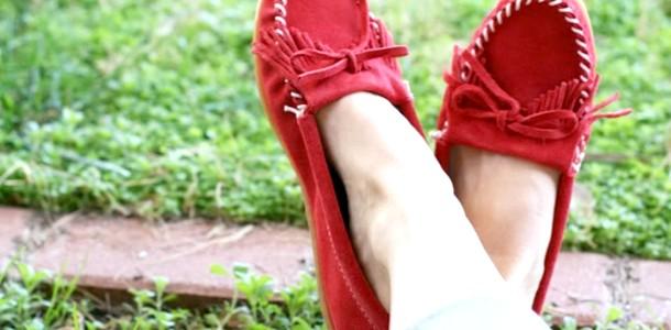 Модні поради: як і з чим носити взуття унісекс (відео)