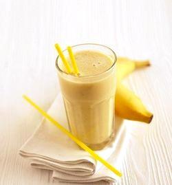 Молочний коктейль з бананом фото