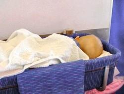 Чи можна літати на літаку з новонародженим або немовлям?