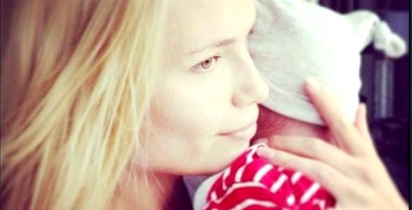 Наташа Полі знялася для Vogue разом з однорічною донькою (ФОТО) фото