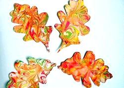 Незвичне красиві вироби з осіннього листя фото
