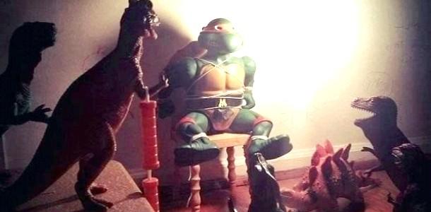 Незвичайні іграшки: динозаври оживають ночами (ФОТО)