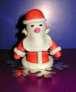 Новорічні вироби з пластіліну. Дід Мороз своїми руками. Майстер клас з покроковий фото фото