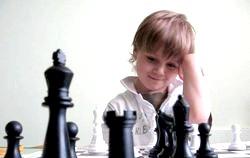 Навчаємо дитину грати в шахи фото