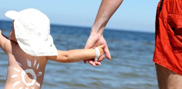 Небезпечне сонце: як вберегти малюка?