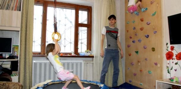 Папа трійні: як зробити скалодром для доньок (ФОТО)