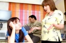 Перед весіллям: як поводитися з його мамою?