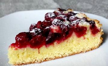 Пиріг з вишнею і корицею