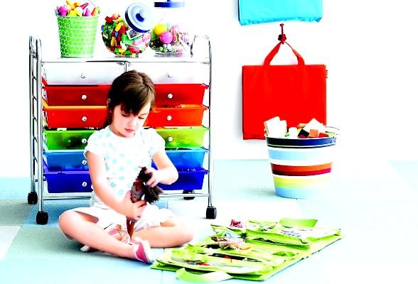 Порядок у дитячій кімнаті: як зберігати речі грудничка фото