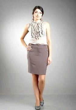 Стиль ділової жінки: блузи та спідниці