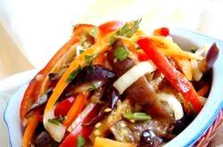 Теплий салат з баклажанами. Кращі рецепти фото