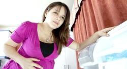 У вагітної болить живіт. Чому і як допомогти?