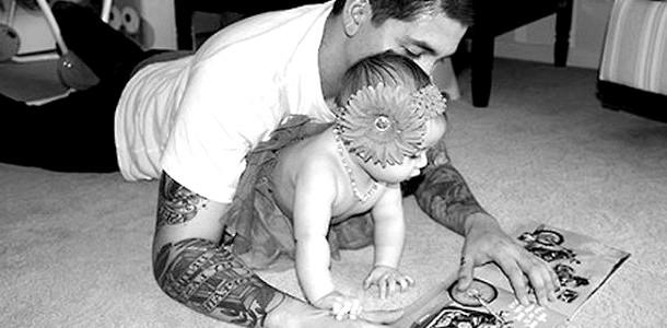 ВІДЕОпозітів: тато зняв, як його донька вчиться ходити