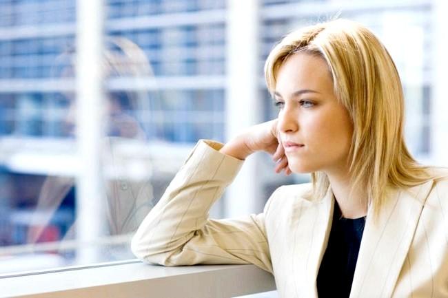 Виділення у жінок: види, причини та план дій