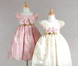 Вишивка на дитячих сукнях фото