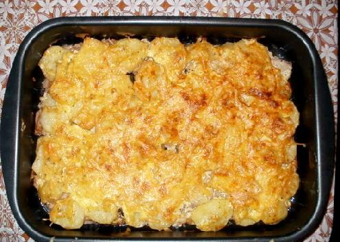 Запечене м'ясо з картоплею фото